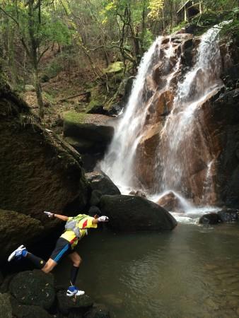 鶏鳴の滝でハイポーズ